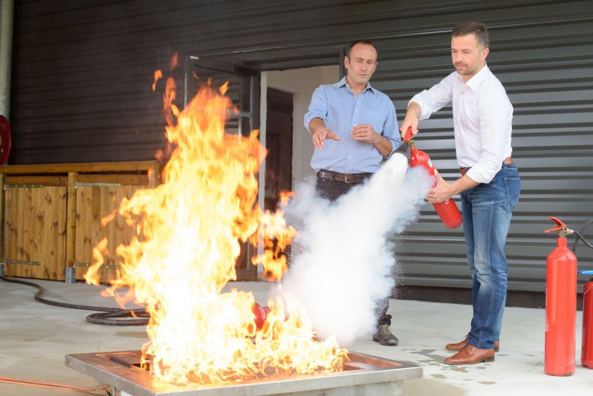 Консултация гасене на пожара. Избор на пожарна техника и системи